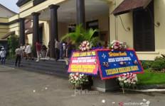 Youtuber Sampah Ferdian Paleka Ditangkap, Polisi Dikirimi Karangan Bunga - JPNN.com