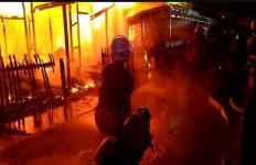 Api Bermula dari Rumah Kosong, Pak Camat Rugi Rp 1 Miliar - JPNN.com
