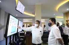 Erick Thohir Periksa Laboratorium PCR di RS PHC Surabaya untuk Swab Test - JPNN.com