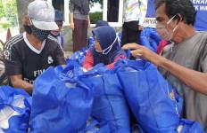 NasDem Salurkan Ribuan Sembako di Kepulauan Seribu - JPNN.com