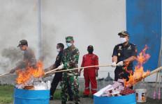 Bea Cukai Teluk Nibung Musnahkan 3,9 Juta Batang Rokok Ilegal dan Barang Sitaan Lainnya - JPNN.com