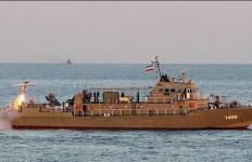 Roket Iran Sasar Kapal Perang Sendiri, Beginilah Akibatnya - JPNN.com