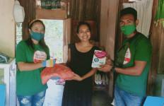 Relawan EB - RTS Bagikan Sembako dan Susu Untuk Ibu Hamil di Malaka - JPNN.com