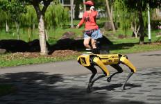 Singapura Gunakan Robot Anjing untuk Ingatkan Warganya Agar Jaga Jarak - JPNN.com