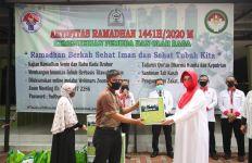 Pengurus Masjid Pemuda Al Muwahidin Kemenpora Beri Santunan - JPNN.com