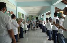 6 Pasien Covid-19 di RS PHC Surabaya Sembuh, Tim Medis Lakukan Hal Mengharukan ini - JPNN.com
