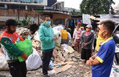 Gus AMI Bagikan Sembako Buat Warga Jakarta yang Tak Masuk Data Pemerintah - JPNN.com