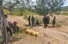 Bea Cukai Atambua dan Satgas Pamtas Gagalkan Penyelundupan BBM ke Timor Leste - JPNN.com