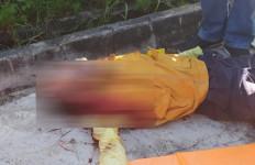 Begal Sadis Beraksi, Pengendara Tewas Bersimbah Darah Dihujani 11 Tusukan - JPNN.com