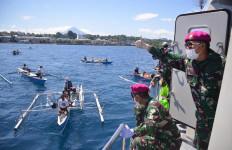 Reaksi Nelayan Saat Lantamal VIII Manado Kembali Gelar Aksi Peduli Kasih Covid-19 - JPNN.com