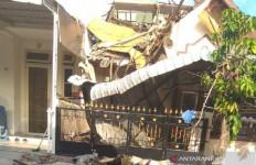 Ledakan Kuat Terjadi di Cemara Asri, Rumah Warga Hancur dan 1 Unit Mobil Rusak - JPNN.com