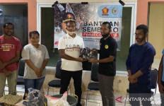 Yan Permenas Gerindra Bagikan Sembako kepada Mahasiswa Asal Papua di Kota Ini - JPNN.com
