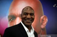 Unggah Video Latihan, Holyfield Bakal Naik Ring Melawan Tyson? - JPNN.com