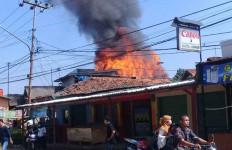 Usai Longsor, Kebakaran Terjadi - JPNN.com