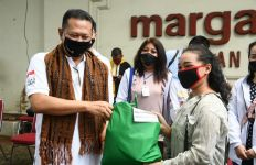 Bamsoet Salurkan Bantuan Buat Mahasiswa Asal NTT di Jakarta - JPNN.com