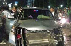 Viral, Driver Ojol Dihantam Honda CRV, Terpental 20 Meter, Lihat Kondisi Motornya - JPNN.com