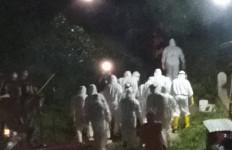 Pemakaman Jenazah Perempuan Pasien PDP COVID-19 Diadang Warga, Begini Jadinya - JPNN.com