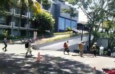 Tiba-Tiba 10 Pasien COVID-19 Kabur Lewat Samping, Sampai ke Jalan Raya - JPNN.com
