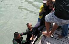 Dua Prajurit TNI Langsung Melompat ke Laut Melihat Salmiah Seperti Itu - JPNN.com