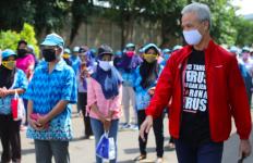 Ganjar Sidak ke Pabrik Rokok, Para Pekerja Langsung Histeris - JPNN.com