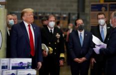 Demi Penampilan, Trump Ogah Pakai Masker - JPNN.com