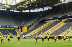 Lihat yang Dilakukan Pemain Borussia Dortmund, Mengharukan - JPNN.com