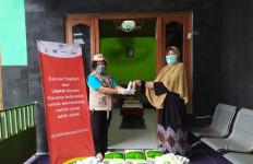 Sarihusada Bagikan Bantuan Kepada Pemulung di TPST Piyungan - JPNN.com