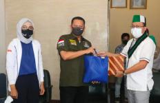 Bamsoet Menyerahkan Bantuan Sembako untuk Mahasiswa melalui PB HMI - JPNN.com