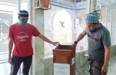 Seorang Pemuda Terekam CCTV Tengah Berbuat Terlarang di Masjid - JPNN.com