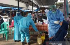 Pedagang-Pengunjung Pasar Dilakukan Tes Swab - JPNN.com