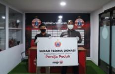 Persija Jakarta Salurkan Bantuan Sembako Kepada Warga Terdampak Covid-19 - JPNN.com