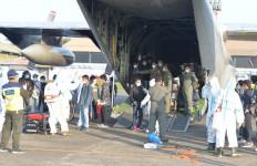 Sesaat Tiba di Lanud Halim, 39 WNI Dari Fiji Langsung Dibawa ke RS Darurat Wisma Atlet - JPNN.com