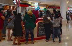 Lihat Tingkah Laku Warga Surabaya yang Santai ke Mal, Dokter RS Unair Hanya bisa Pasrah - JPNN.com
