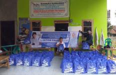Intan Fauzi DPR Salurkan Bantuan Kepada Warga Terdampak Covid-19 - JPNN.com