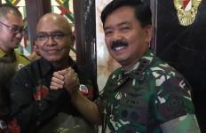 Sentil Menteri Yasonna, Petrus Selestinus: RPerpres Mereduksi Fungsi TNI - JPNN.com