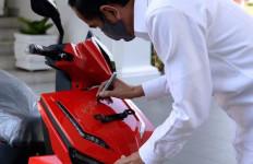 Bamsoet: Alhamdulillah, Motor Listrik Bertanda Tangan Pak Jokowi Terjual Rp 2,5 Miliar Lebih - JPNN.com