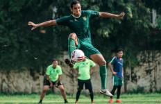 Kabar Baik Perkembangan Pemulihan Cedera Bek Persebaya - JPNN.com