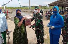 Bantuan Pangkoarmada II Disalurkan Kepada Masyarakat Terdampak Covid-19 di Pamekasan - JPNN.com