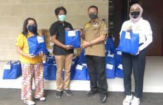 Apresiasi Kinerja Wartawan Parlemen, Bamsoet Bagikan Paket Sembako dan Ratusan Ayam Beku - JPNN.com