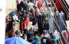 Pasar Tanah Abang Ramai Dikunjungi, ini 3 Faktor Penyebab Orang Nekat ke Luar Rumah - JPNN.com