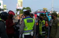 Ratusan Pengendara Tanpa SIKM Diminta Putar Balik - JPNN.com