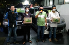 Bantu Masyarakat, Keluarga KH Ma'ruf Amin Bagikan Bansos - JPNN.com