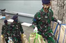 Koarmada II Kembali Mengirim Paket Sembako dan APD ke Pulau Sapeken dan Kangean - JPNN.com
