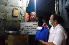 Datang Tengah Malam, Komisaris PT Dahana Bawa Sembako untuk Warga - JPNN.com