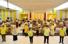 Golkar Bagikan 1,2 Juta Paket Sembako kepada Masyarakat Selama Pandemi - JPNN.com
