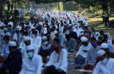 Warga yang Berada Wilayah Zona Merah Corona Tetap Gelar Salat Id di Masjid - JPNN.com