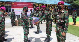 Komandan Gugus Tempur Laut Bagikan APD Kepada Prajurit TNI AL di Sebatik