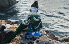 Patung Nyi Roro Kidul Bikin Heboh, Berdiri Tegak di Pinggir Laut - JPNN.com