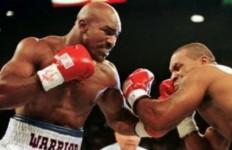 Holyfield Siap Tarung Ulang Melawan Mike Tyson, Dengan Syarat - JPNN.com