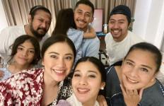 Kompaknya Naysilla dan Kekasih Rayakan Idulfitri Bareng Keluarga - JPNN.com
